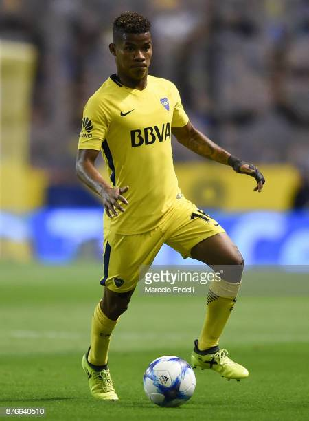 Wilmar Barrios of Boca Juniors drives the ball during a match between Boca Juniors and Racing Club as part of the Superliga 2017/18 at Alberto J...