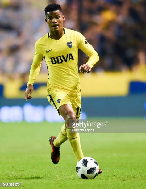 Wilmar Barrios of Boca Juniors drives the ball during a match between Boca Juniors and Defensa y Justicia as part of Argentine Superliga 2017/18...