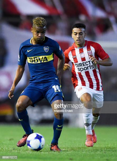 Wilmar Barrios of Boca Juniors fights for ball with Lucas Rodriguez of Estudiantes during a match between Estudiantes and Boca Juniors as part of the...