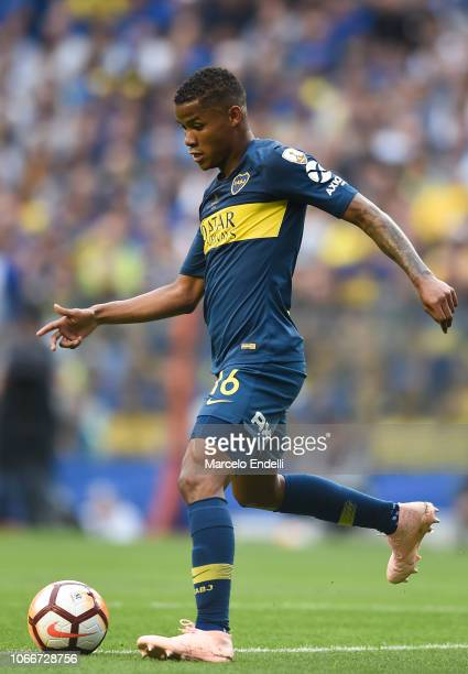 Wilmar Barrios of Boca Juniors kicks the ball during the first leg match between Boca Juniors and River Plate as part of the Finals of Copa CONMEBOL...