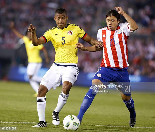 Wilmar Barrios of Colombia fights for the ball with Oscar Romero of Paraguay during a match between Paraguay and Colombia as part of FIFA 2018 World...