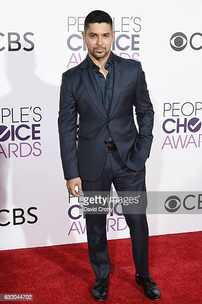 Wilmer Valderrama attends the People's Choice Awards 2017 - Arrivals at Microsoft Theater on January 18, 2017 in Los Angeles, California.