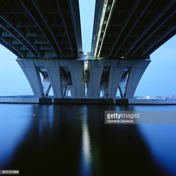 wilson bridge at night - バージニア州 アレクサンドリア ストックフォトと画像