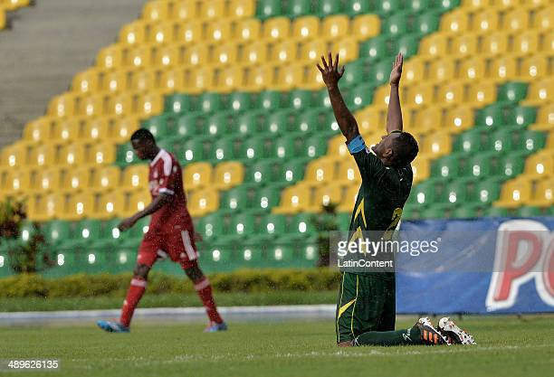 Wilson Galeano of Deportes Quindio celebrates after winning the match between America de Cali and Deportes Quindio as part of Torneo Postobon 2014 at...
