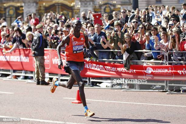 Wilson Kipsang of Kenya passes Buckingham Palace during the Virgin London Marathon on April 13 2014 in London England