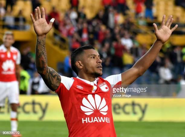 Wilson Morelo jugador de Independiente Santa Fe celebra el gol anotado a Deportivo Cali durante partido entre Independiente Santa Fe y Deportivo Cali...