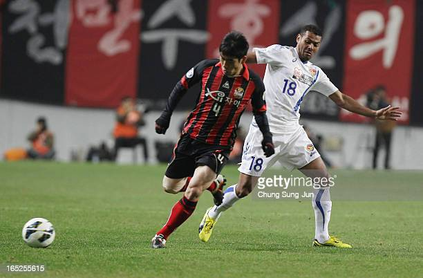 Wilson Rodrigues Fonseca of Vegalta Sendai competes with Kim JuYoung of FC Seoul during the AFC Champions League Group E match between FC Seoul and...