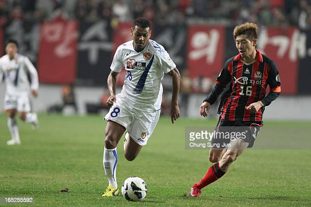 Wilson Rodrigues Fonseca of Vegalta Sendai tussles for possession with Ha DaeSung of FC Seoul during the AFC Champions League Group E match between...