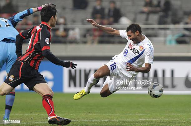Wilson Rodrigues Fonseca of Vegalta Sendai tussles for possession with Yu SangHun of FC Seoul during the AFC Champions League Group E match between...