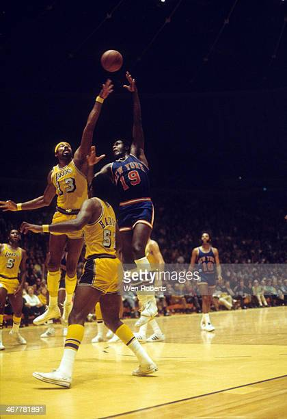 Wilt Chamberlain of the Los Angeles Lakers tries to block the shot from Willis Reed of the New York Knicks during the 19711972 season at the Forum in...