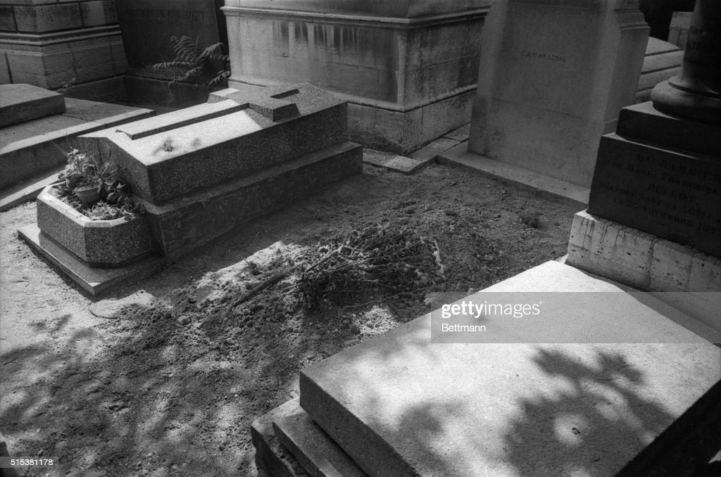Jim Morrison's Grave : News Photo