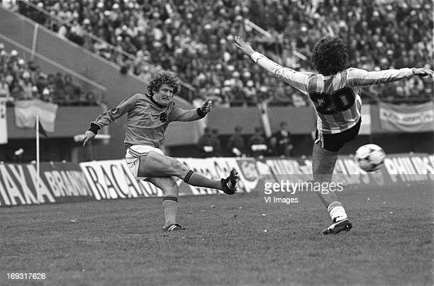 Wim Jansen Albeto Tarantini during the FIFA World Cup final match between Argentina and The Netherlands on June 25 1978 at the Estadio Monumental...