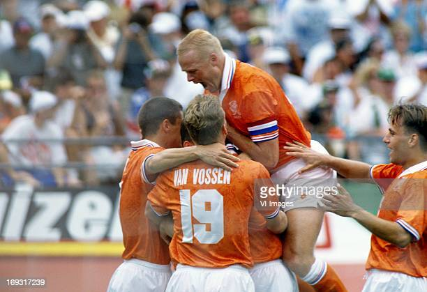 Wim Jonk Peter van Vossen Ronald Koeman Rob Witschge during the FIFA World Cup 1994 round of 16 match between Netherlands and Ireland om July 4 1994...