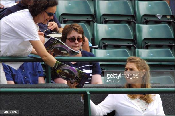 wimbledon 2001 july 4 2001 Herself a multi titleholder at Wimbledon steffi graf watched andre agassi play escude Agassi won in 4 sets 67 63 64 62 She...