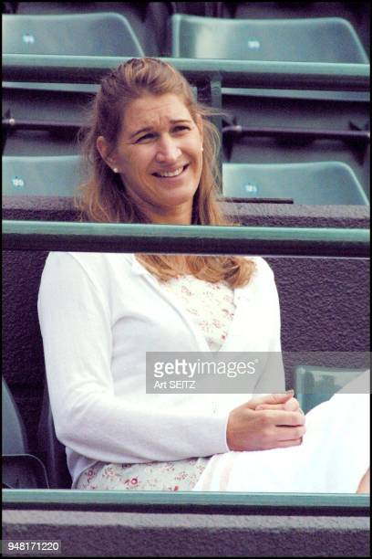 wimbledon 2001 july 4 2001 steffi graf watching andre agassi play escude Agassi won in 4 sets 67 63 64 62
