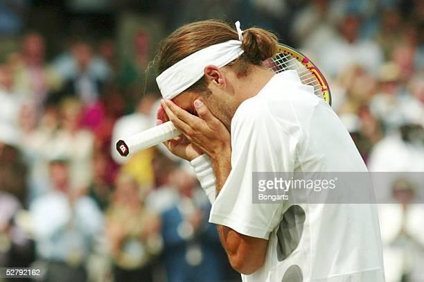 Wimbledon 2003, London; Maenner/Einzel/Finale; Freudentraenen bei Wimbledon Sieger Roger FEDERER/SUI