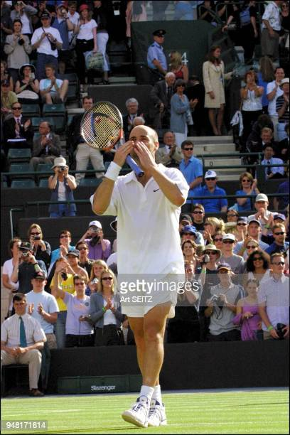 wimbledon uk june 30 2001 andre agassi blowing kisses to crowd after win on court 1