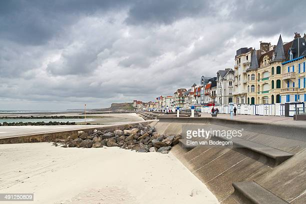 wimereux boulevard and beach - calais stock-fotos und bilder