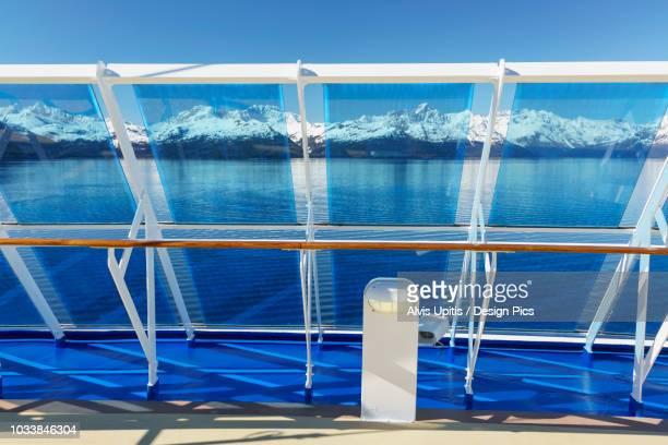 wind breaks on cruise ship entering college fjord in glacier bay national park and preserve - golfo do alasca imagens e fotografias de stock