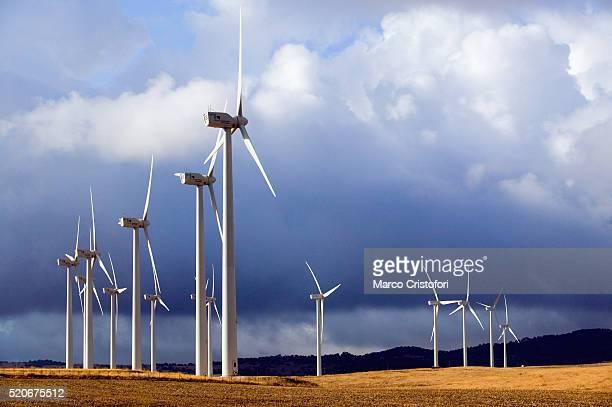 wind farm in spain - marco cristofori fotografías e imágenes de stock