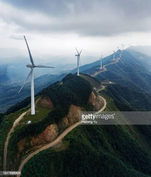 wind farm on mountain ridge. high angle of view aerial shot. - província de guangdong - fotografias e filmes do acervo