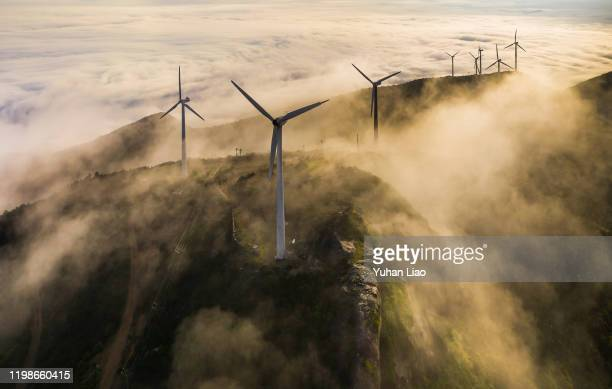wind farm - wind stockfoto's en -beelden