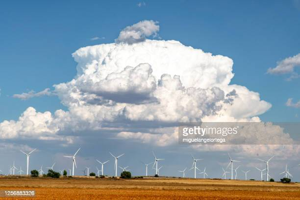 wind farm - miguelangelortega fotografías e imágenes de stock