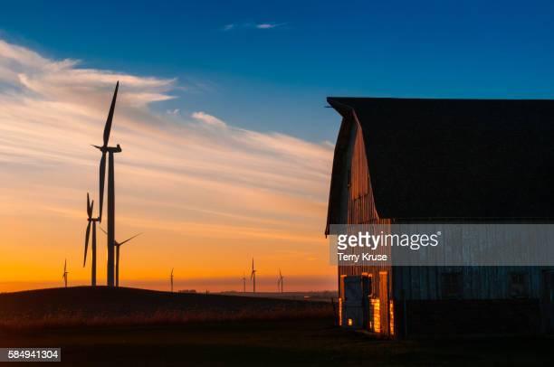 wind generator farm and barn at sunset - iowa imagens e fotografias de stock