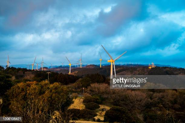 wind generators at sunset time - 中部地方 ストックフォトと画像
