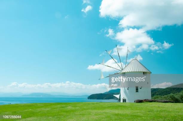 wind mill under blue sky - kagawa ストックフォトと画像