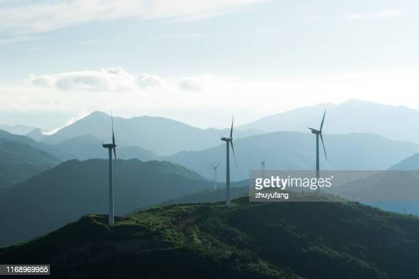 ティーファームの風力タービン - 風力発電 ストックフォトと画像