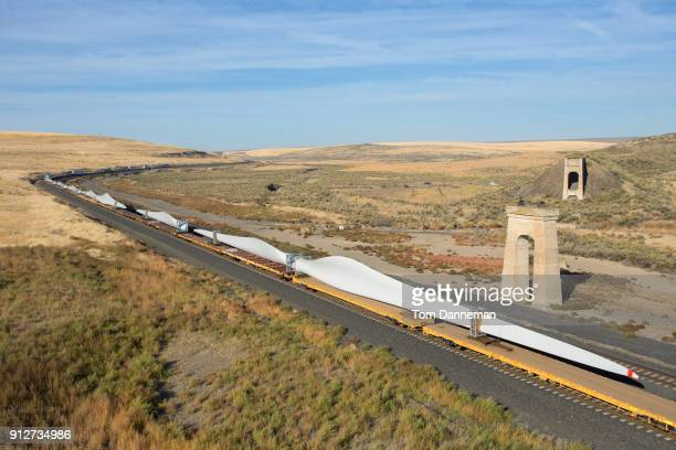 wind turbine blades ride the railroad - blad stock pictures, royalty-free photos & images