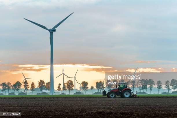 vindkraftverkspark - vindsnurra jordbruksbyggnad bildbanksfoton och bilder