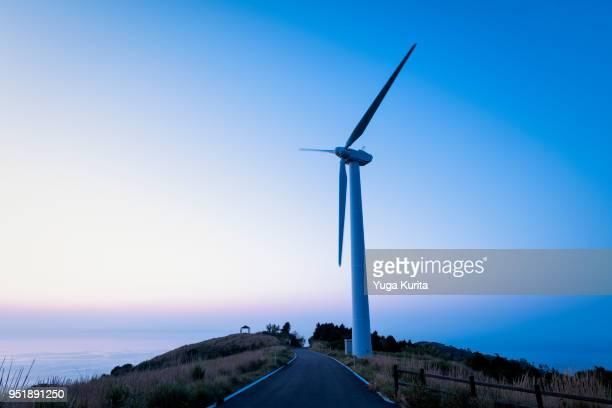 wind turbine on a hill - 風車塔 ストックフォトと画像