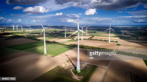 turbina eólica park - energia aeólica - fotografias e filmes do acervo