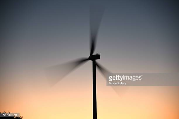 wind turbine with fast moving