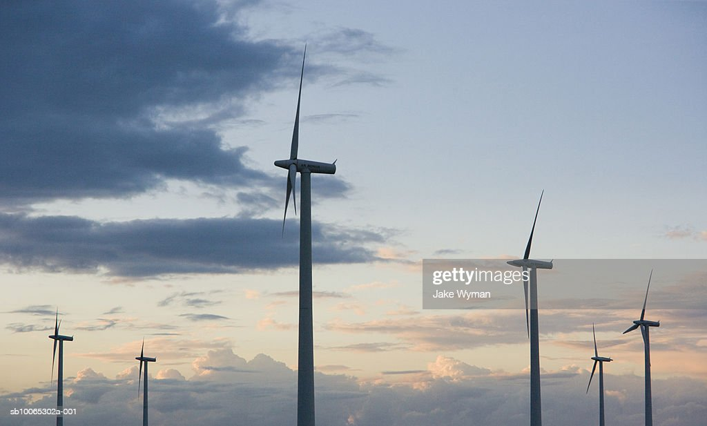 Wind turbines against sky, side view, low-angle view : Foto stock