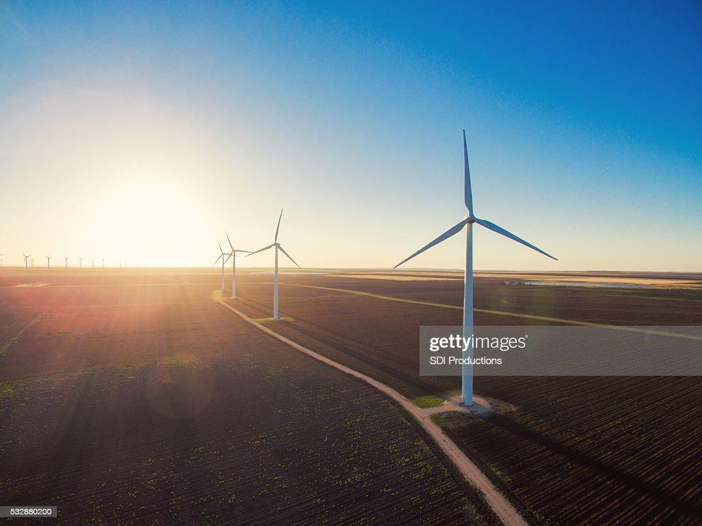 風力タービンの日の出 : ストックフォト