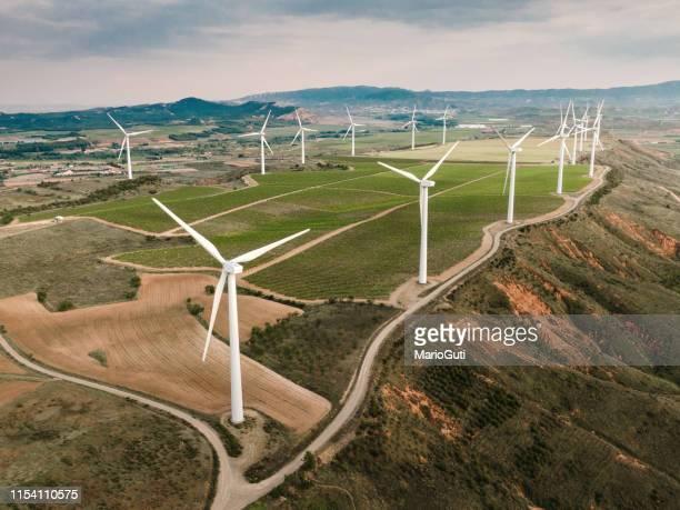 vindkraftverk uppifrån - vindsnurra jordbruksbyggnad bildbanksfoton och bilder