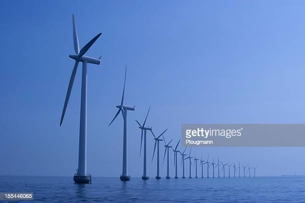Windturbinen in einer Reihe auf das Meer von Kopenhagen