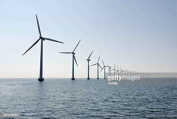 wind turbines in the ocean outside copenhagen, horizontal - natuurgeweld stockfoto's en -beelden