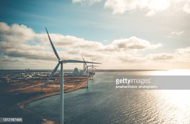 wind turbines in the ocean - power supply stock pictures, royalty-free photos & images