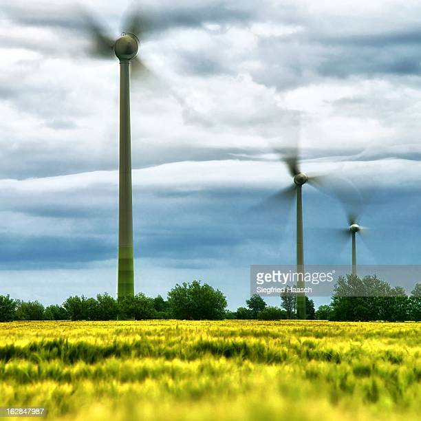 """Wind turbines of the wind farm """"Fehmarn Mitte"""" near Lemkendorf/Fehmarn.A village on the island of Fehmarn in Schleswig-Holstein/Germany.In the..."""