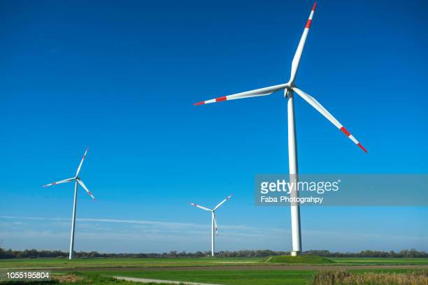 wind turbines on grassy field - turbin bildbanksfoton och bilder