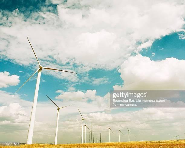 wind turbines - aragon fotografías e imágenes de stock
