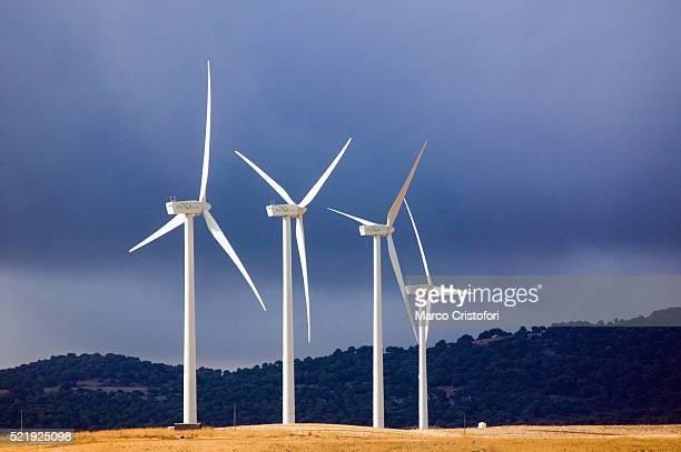 wind turbines - marco cristofori fotografías e imágenes de stock