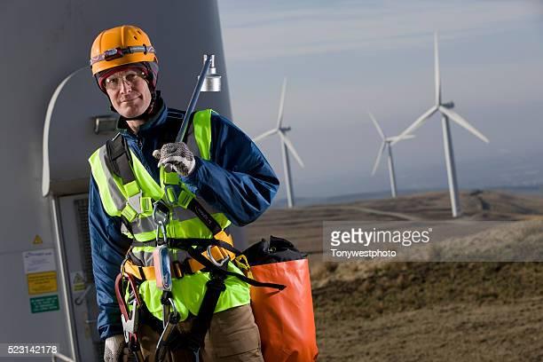 windfarm technician servicing turbines - abbigliamento da lavoro foto e immagini stock