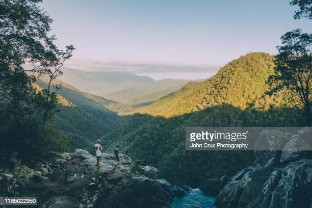 windin falls backpackers - queensland stock pictures, royalty-free photos & images