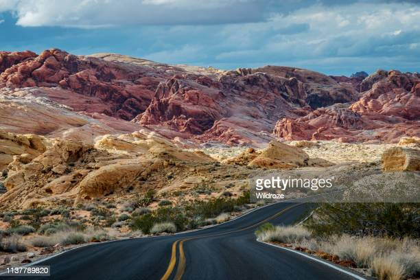 winding highway and mountains, road trip, valley of fire state park - valley of fire state park stock pictures, royalty-free photos & images