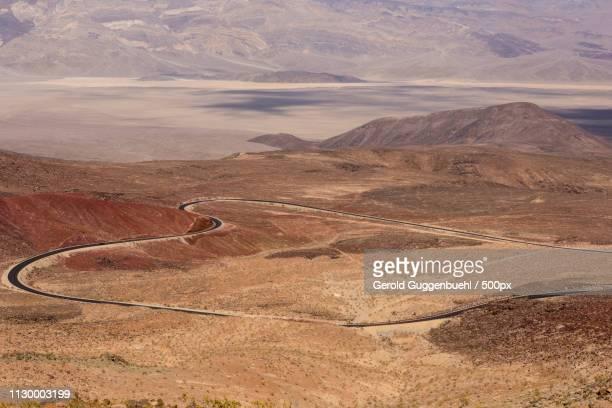 winding road in panamint valley - gerold guggenbuehl stock-fotos und bilder